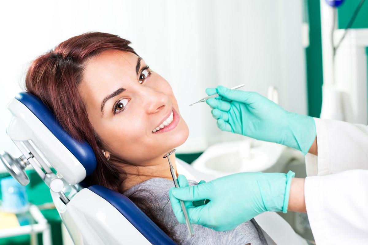 Лечение зубов на Елизаровской